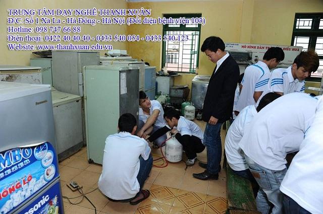Lớp học sửa chữa điện dân dụng tại trung tâm dạy nghề Thanh Xuân