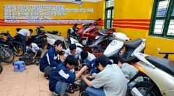 Học sửa xe máy và công việc tương lai
