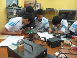 Bài học thực hành lớp sửa chữa điện tử ngày 24/11/2017