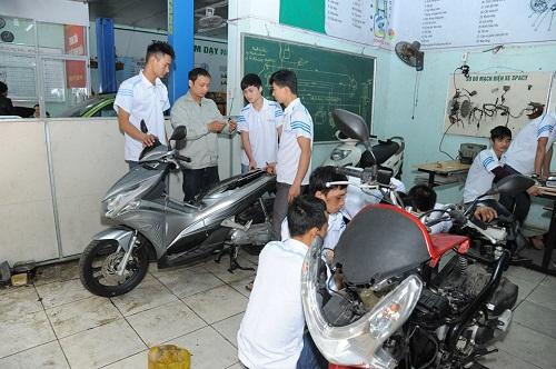 Học nghề sửa chữa xe máy