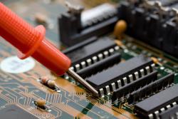 Gác bằng kỹ sư điện đi học nghề sửa chữa điện tử