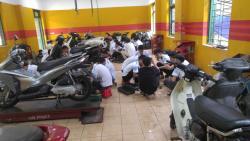 Bài học thực hành tại xưởng sửa chữa xe máy