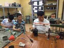 KỸ thuật điện và công nhân vận hành máy