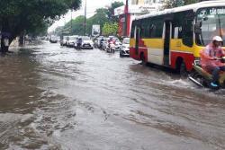 Nhiều tuyến đường tại Thanh Hóa ngập
